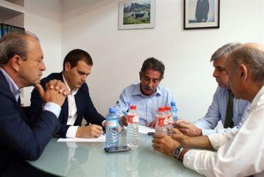 Rivera mantiene un encuentro con el ex presidente de Cantabria